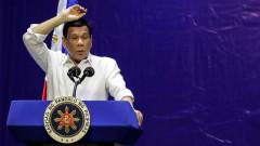 """Президентът на Филипините плаши Китай със """"самоубийствена мисия"""" на армията си"""
