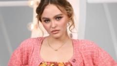Колко секси е Лили-Роуз Деп в Chanel