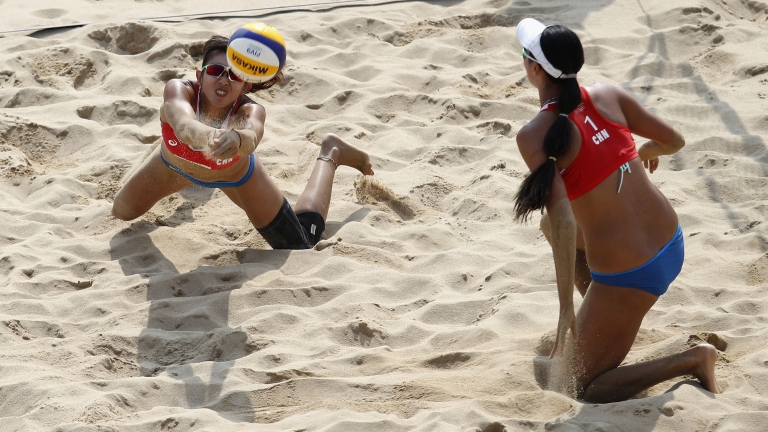 Оспорвани двубои в квалификациите от турнира по плажен волейбол в Ксиамен