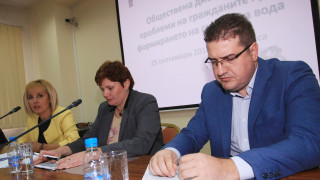 """Манолова атакува ВиК таксата """"общо потребление"""""""