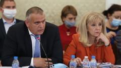 """Цирк в комисията на Манолова, ГЕРБ скандира, че довела бизнесмен - """"зърнар"""""""