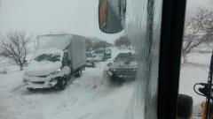 Тежки зимни условия по пътищата, внимавайте