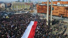 Хиляди поляци се събраха на митинг в подкрепа на Валенса