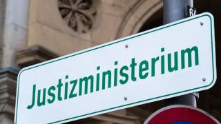 Германската прокуратура разследва бивш еврокомисар и дипломат в шпионаж за Китай