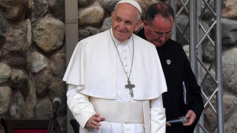 Папа Франциск се обърна към всички, които имат акаунти в