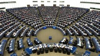 Смесени реакции в Европарламента на бялата книга на Юнкер