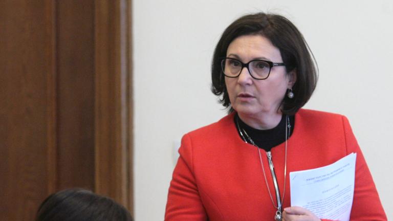 Румяна Бъчварова съветва БПЦ да преосмисли отношението си към каноните