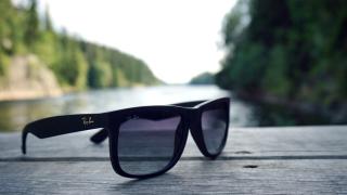 Производителят на очилата Ray Ban сключи сделка за €46 милиарда
