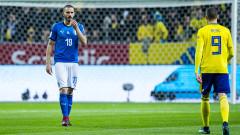 Леонардо Бонучи излиза с маска на лицето срещу Швеция