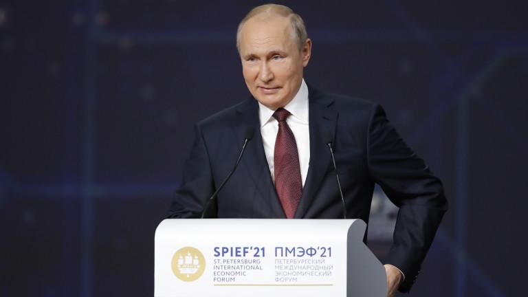 """Путин подписа """"екстремисткия"""" закон, който забранява на критици да участват в избори"""