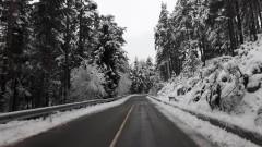 Сняг вали в Троянския проход