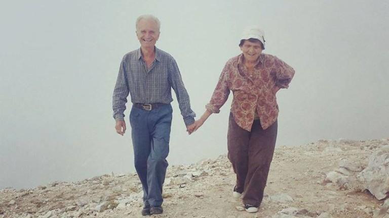 Двойка влюбени възрастни изкачиха Вихрен, хванати за ръце