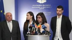 Стипендия за успех и равен достъп до нея, обещава Кунева на студентите