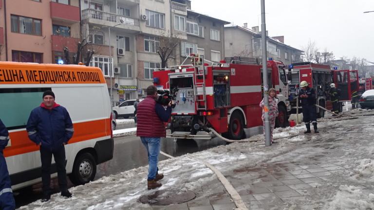 Кола пламна в столичен квартал