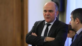 Бисер Петков търси баланс за болничните между бизнес и синдикати