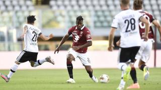Футболът в Италия беше подновен с реми в Торино