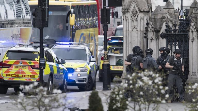 Трима арестувани във Великобритания по подозрения в тероризъм