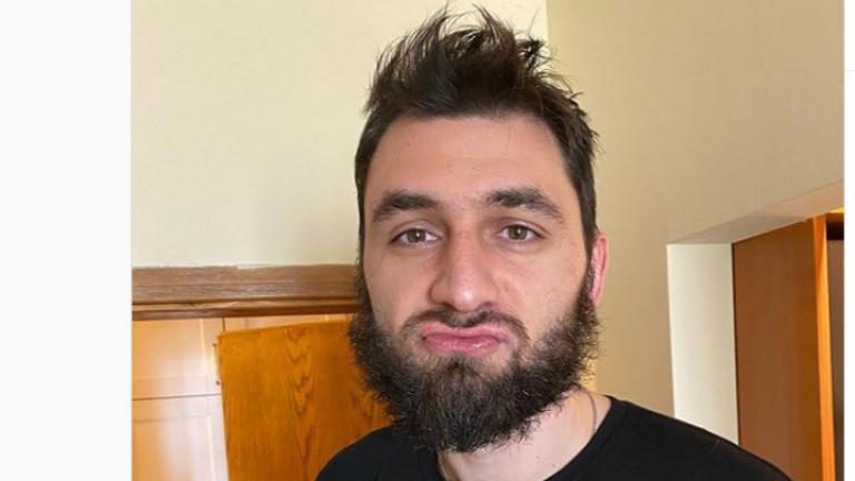 Цветан Соколовшокира феновете си с новимидж по време на задължителната