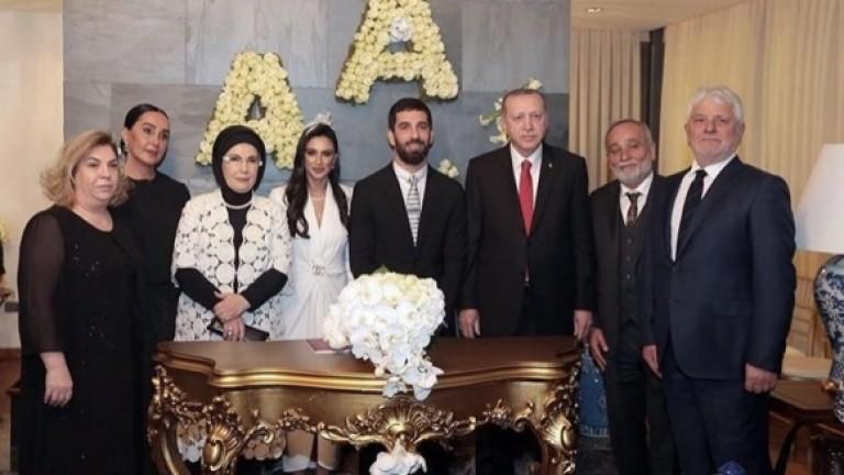 Ердоган стана кум на Арда Туран