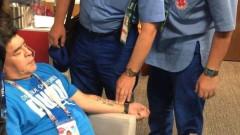 Марадона е в съзнание, чувства се нормално след операцията