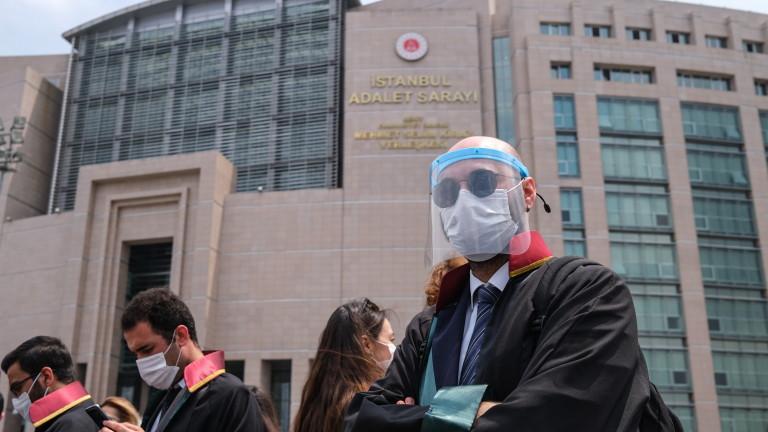 121 души са осъдени на доживотен затвор в Турция за