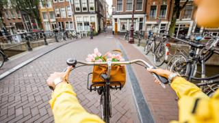В Холандия забраняват използването на мобилен телефон при колоездене