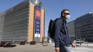 Коронавирус: ЕК сключи споразумения с компании за експериментални лекарства