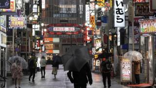 Повечето японци искат правителството да компенсира бизнеса за мерките срещу коронавируса