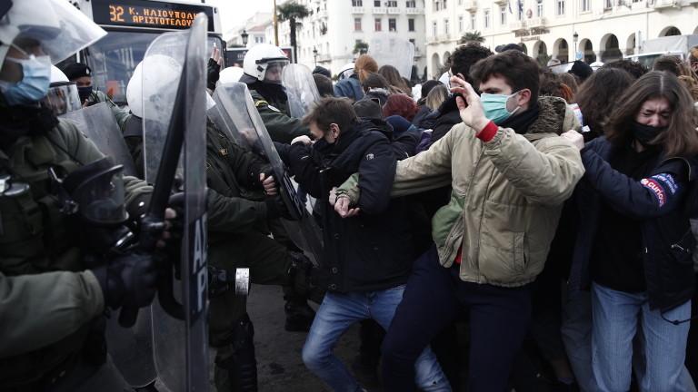 "Гърция забрани големите демонстрации по ""здравословни"" причини"
