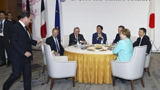 Твърде рано е да се говори за отмяна на санкциите срещу Русия, категорична Меркел