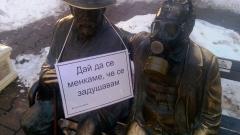 София осъмна с паметници с противогази и панди по снега (СНИМКИ)