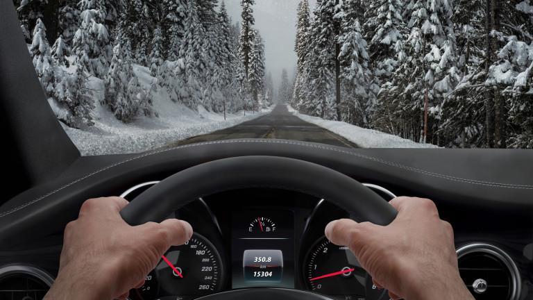 Пресните грайфери на гумите и зимният каучук са абсолютно задължителни