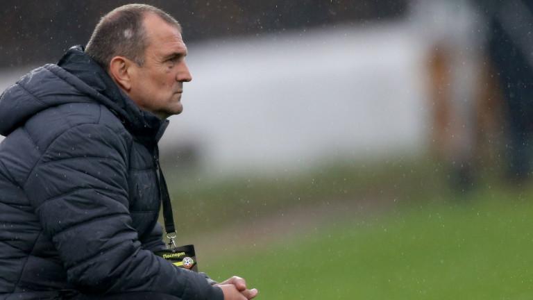 Треньорът на Славия Златомир Загорчичняма да разчита на тримата македонци,