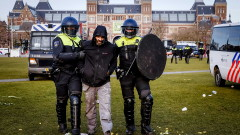 Арести в Амстердам на протест срещу ограниченията заради пандемията