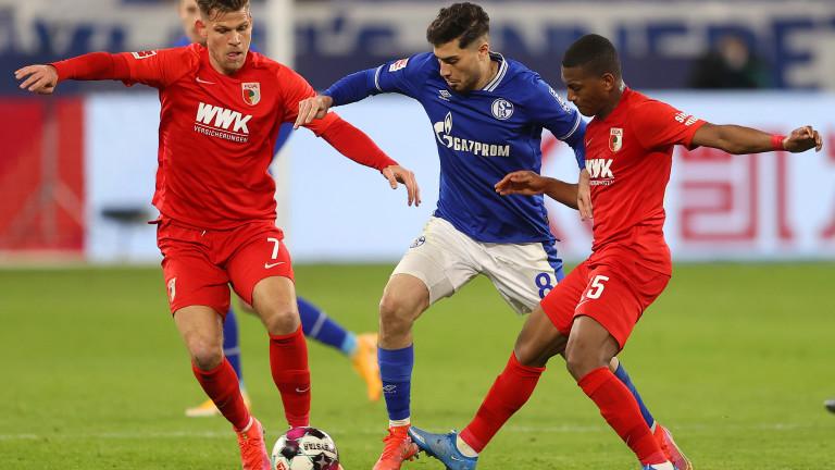 Шалке победи Аугсбург с 1:0 за втория си успех в