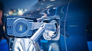 Батерията за автомобил издържа стотици километри с 6 минути зареждане