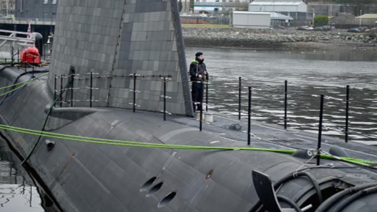 Британска ядрена подводница се размина на косъм от катастрофа с ферибот