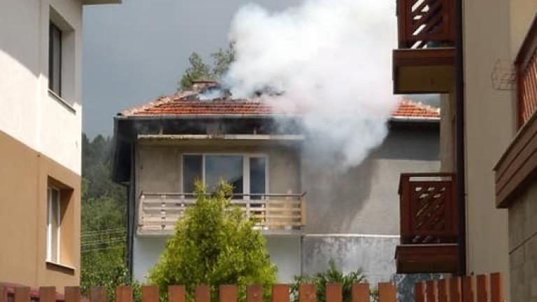 Мълния порази и къща в Самоков