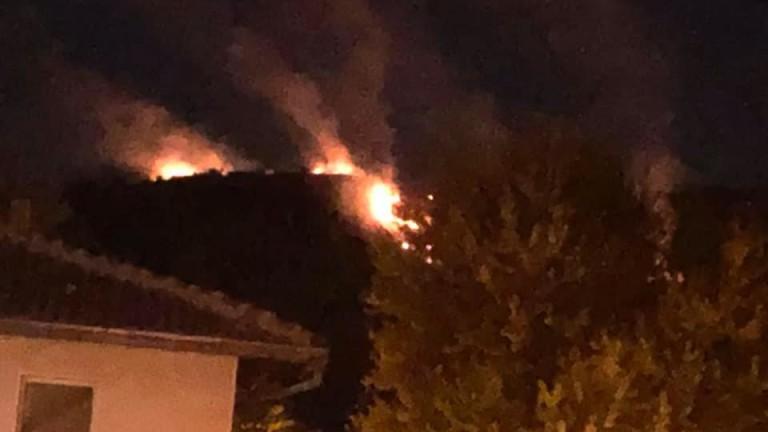 Три пожара горят около историческата крепост Трапезица във Велико Търново,