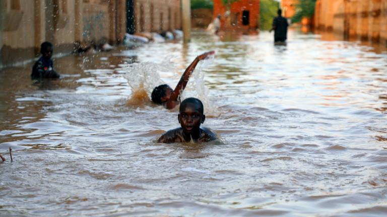 Броят на жертвите от наводненията в , причинени от месеци