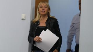 Йончева помага на Цацаров с документи за къща в Барселона