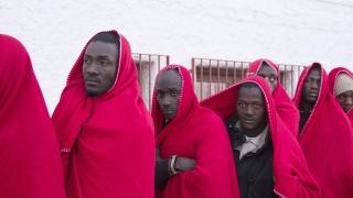 Испания засича 500 нелегални влизания на мигранти месечно