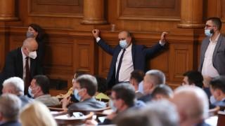 Депутатите се отказаха от Великденската ваканция без спор
