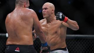 """В UFC се чудят на """"твърдоглавия"""" Иванов: Той просто не пада на пода!"""