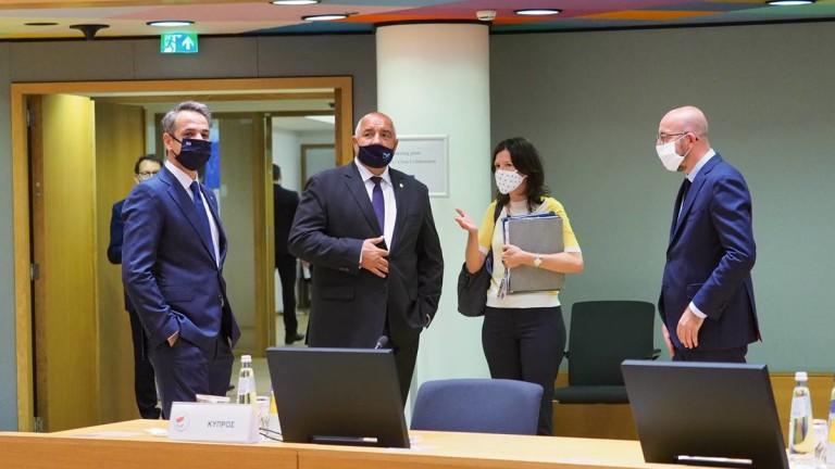 Борисов хванат на срещата на евролидерите да не носи маската си правилно -  News.bg