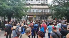 Протестиращите се събраха пред БНТ, искат оставката на Емил Кошлуков