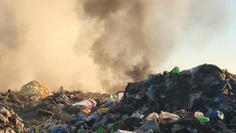 Снимка: Пожарът на сметището край Свищов е овладян