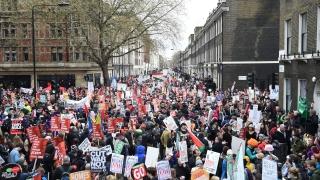 Хиляди британци протестираха срещу политиката на икономии