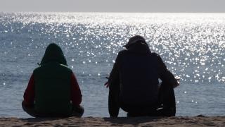 Проверяват замърсен ли е с мазут плаж до Синеморец