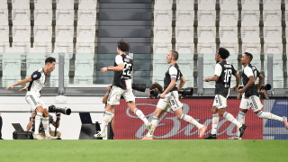 """Юве е все по-близо до Скудетото, """"бианконерите"""" удариха Лацио в дербито на Серия """"А"""""""